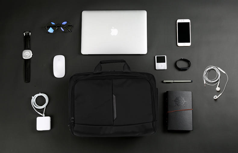 Moustache® 15.6 Laptop and Tablet Bag